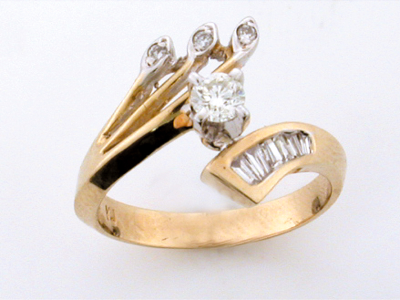 14K FANCY RING WITH BAG